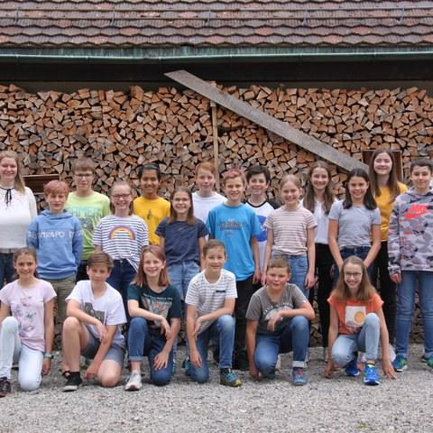 Bild 1   Klasse 6b von Carmen Walt, Primarschule Hofwies. Vergrösserte Ansicht