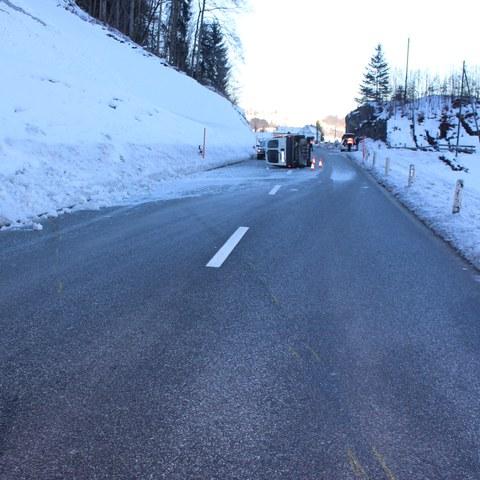 Appenzell Enggenhütten -  Selbstunfall mit Lieferwagen