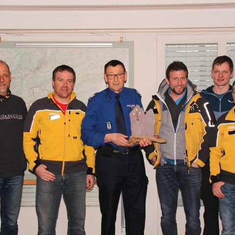 Kameraden der Alpinen Rettung Ostschweiz: v. links: Hanspeter Gredig, Armin Grob, Adj Paul Broger, Raphy Müller, Benj Huber und Martin Graf. Vergrösserte Ansicht