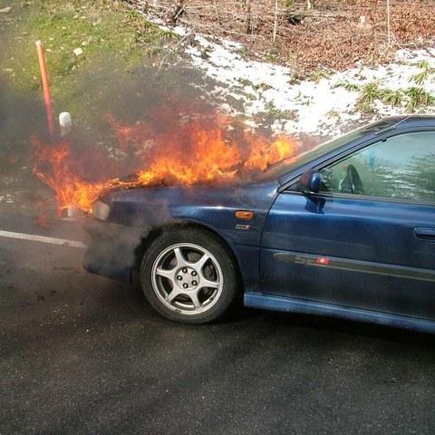 Brennendes Auto 2. Vergrösserte Ansicht